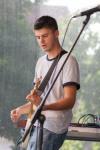 chalan hrá na gitare