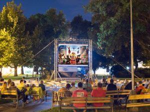 premietanie filmov v parku