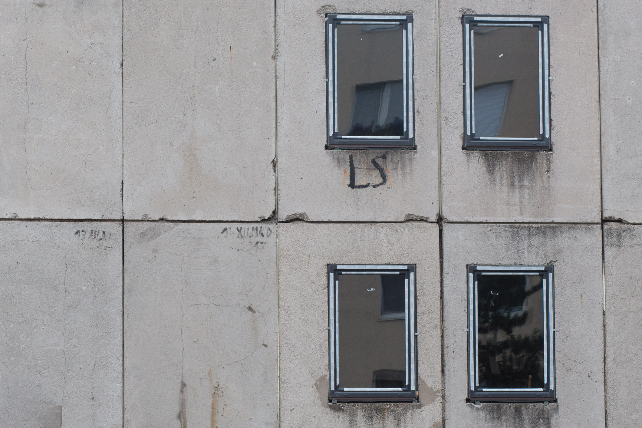 Okná na budove