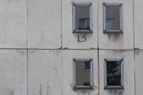 zamontované okná na budove
