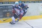 zápolenie dvoch hokejistov