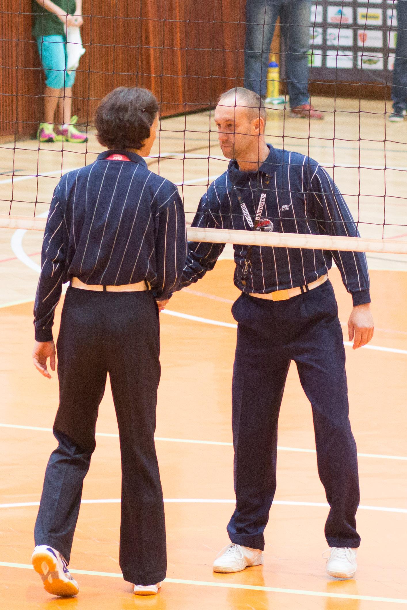 Niklová a Andrejčák – rozhodcovia volejbalovéhozápasu