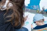 deti maľujú na tričká