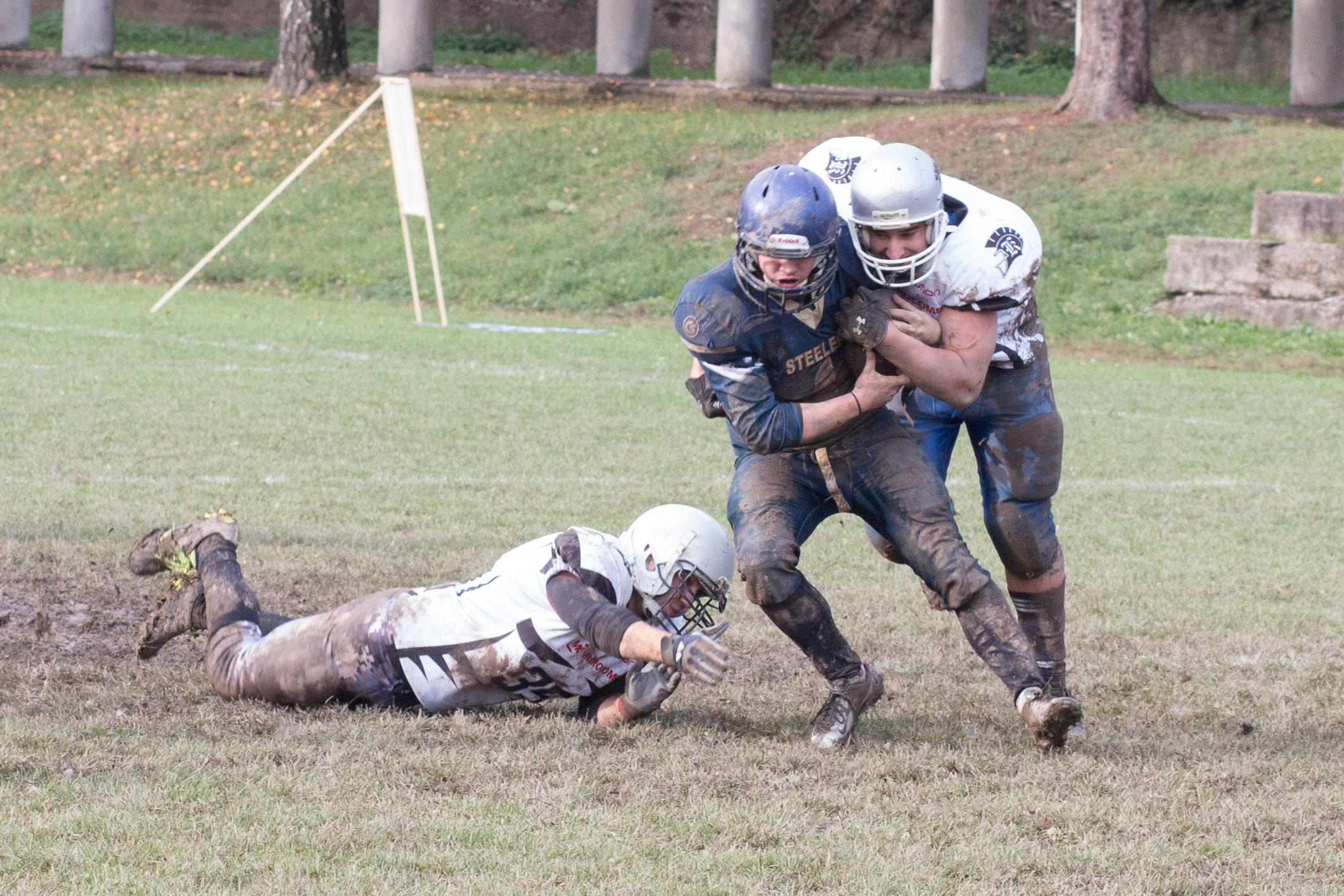 Nitra Knights (biela) – Cassovia Steelers(modrá)