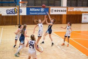 BK ZŠ Zvolen (biela) - BKM Junior UKF Nitra (modrá)