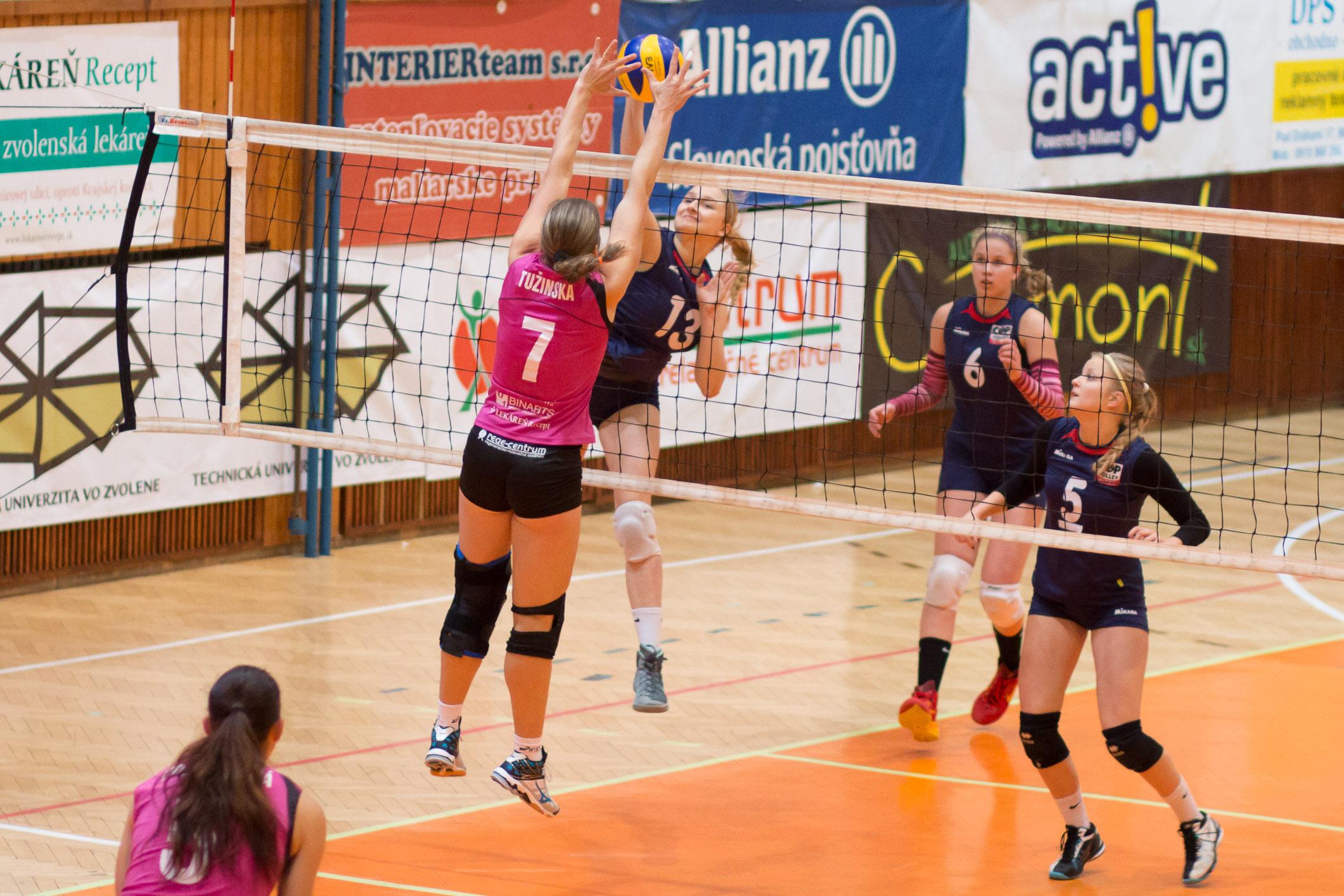 TJ Slávia TU Zvolen (magenta) – COP Nitra(modrá)