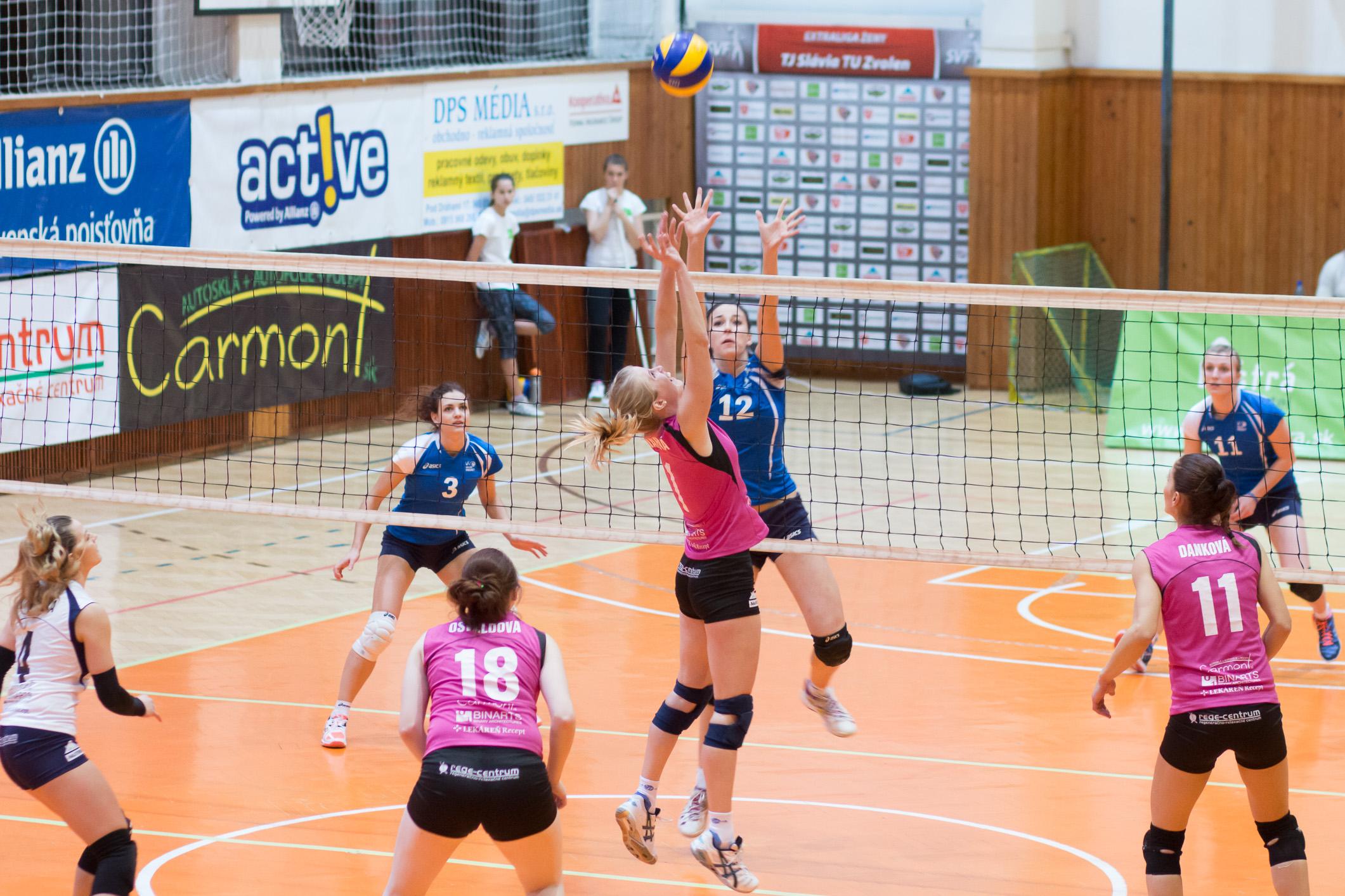TJ Slávia TU Zvolen (magenta) – Volley project UKF Nitra(modrá)