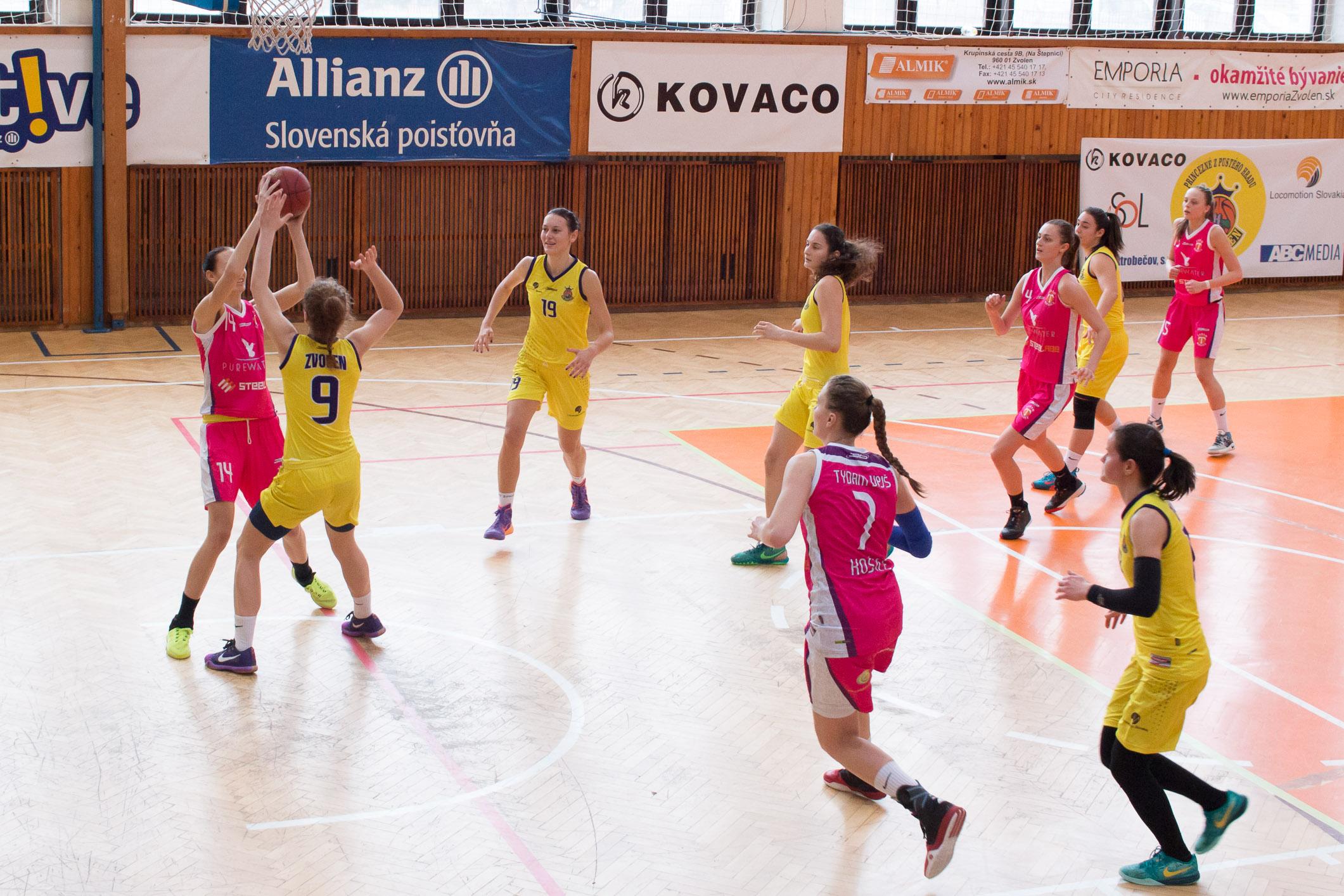 BK Zvolen (žltá) – Tydam UPJŠ Košice(ružová)