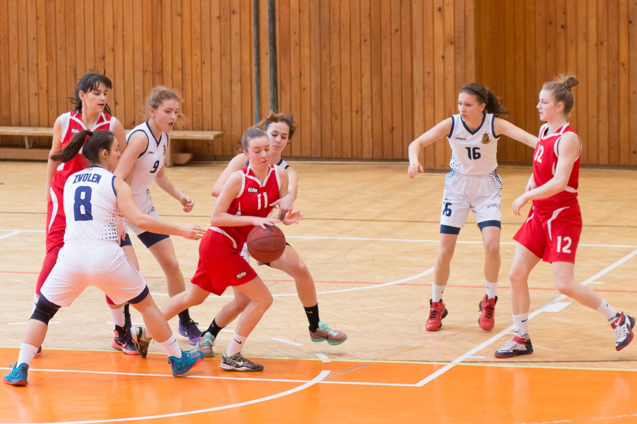 BK ZŠ Zvolen (biela) – BK ŠKP 08 Banská Bystrica(červená)