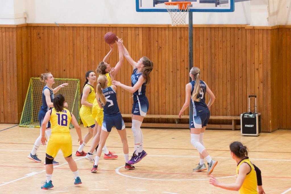 BK ZŠ Zvolen (žltá) - BKM junior UKF Nitra (modrá)