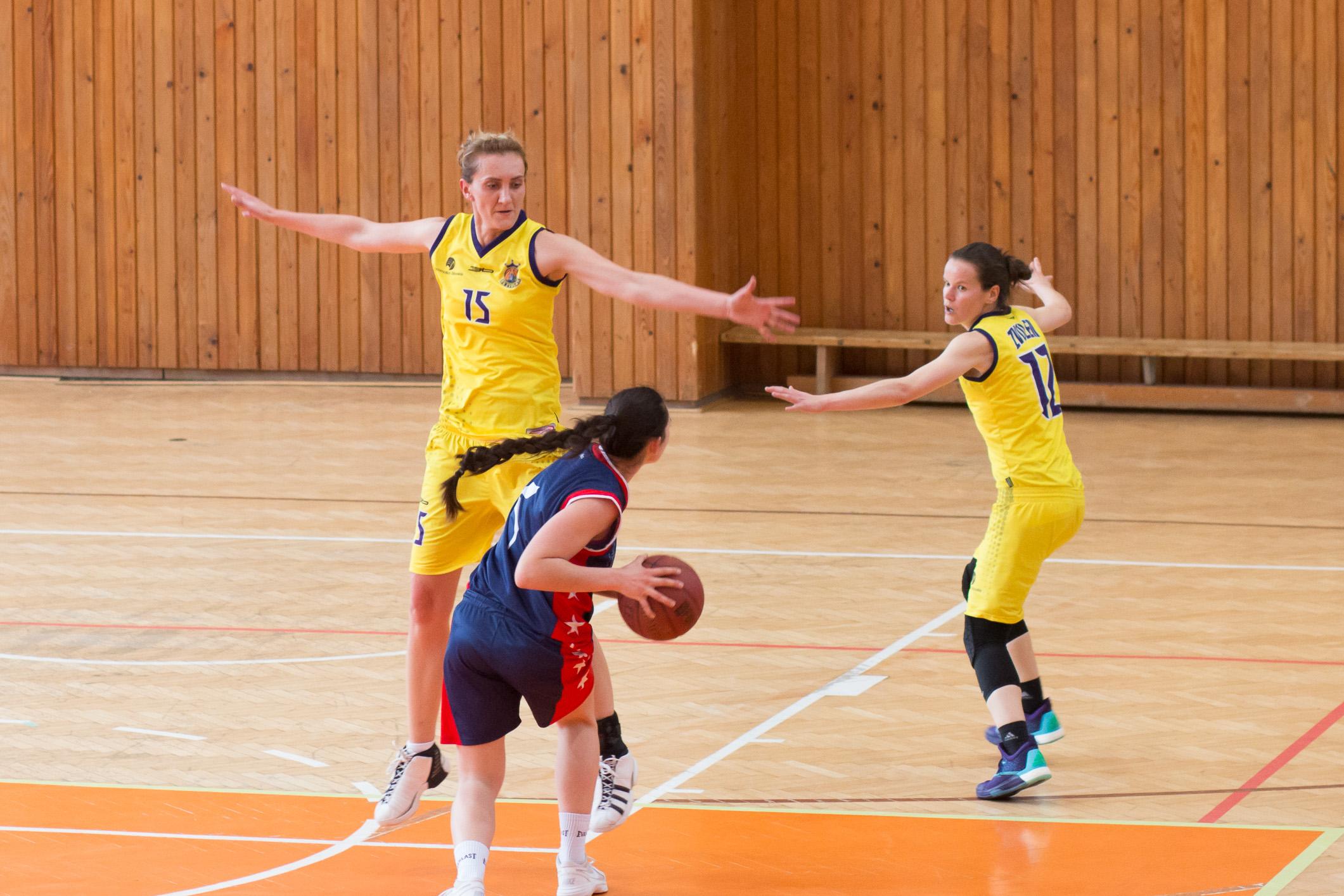 BK ZŠ Zvolen (žltá) – ŠBK Šamorín(modrá)