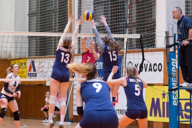 TJ Slávia TU Zvolen (magenta) – COP Nitra (modrá)