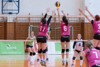 Volejbalový zápas v extralige žien medzi Zvolenom a Pezinkom - fotené Canon 85mm f/1.8 USM