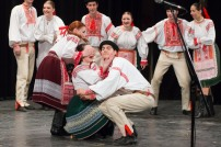 folkloristi na pódiu
