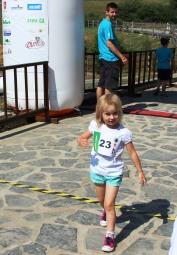 dievčatko prebehlo cieľom