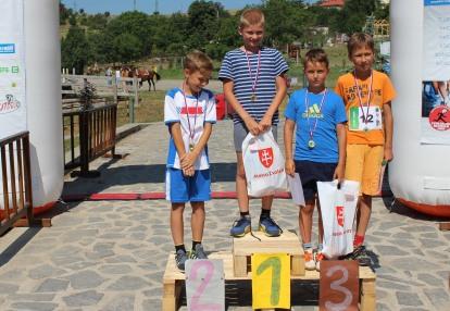 deti na stupňoch víťazov