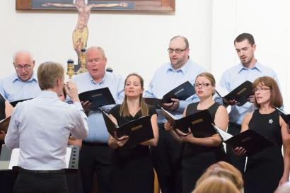 Spevácky zbor v čiernom