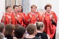 Spevácky zbor v červenom