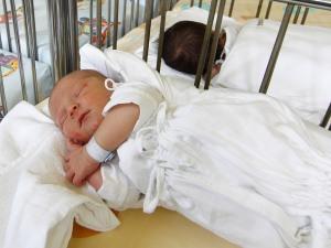 Dve malé bábätká