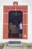 vstupné dvere do kostola sv. Františka Assiského, Poniky