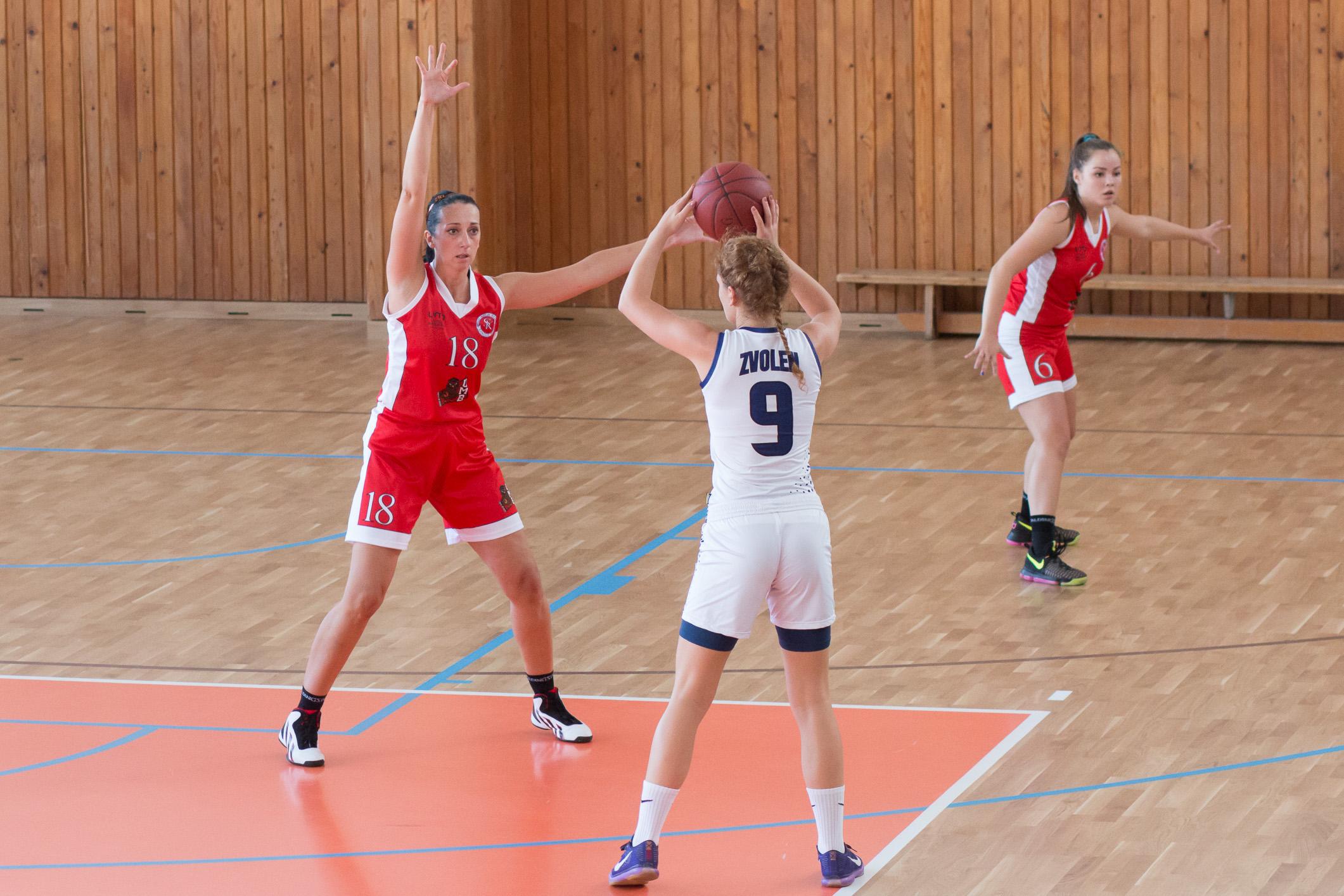 BK ZŠ Zvolen (biela) – BDŽ ŠK UMB B.Bystrica(červená)