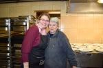 dve staršie ženy v kuchyni