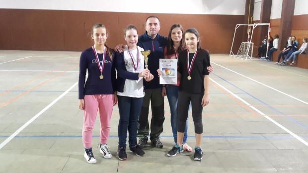 stolny-tenis-ziacky-dominika-savia