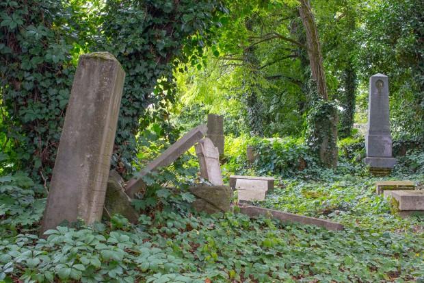 hrobove-ticho.jpg