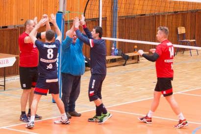 volejbalový zápas mužov v športovej hale na Západe vo Zvolene