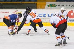 hokejový zápas žien na zvolenskom zimnom štadióne