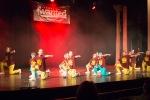 tanečníci na pódiu