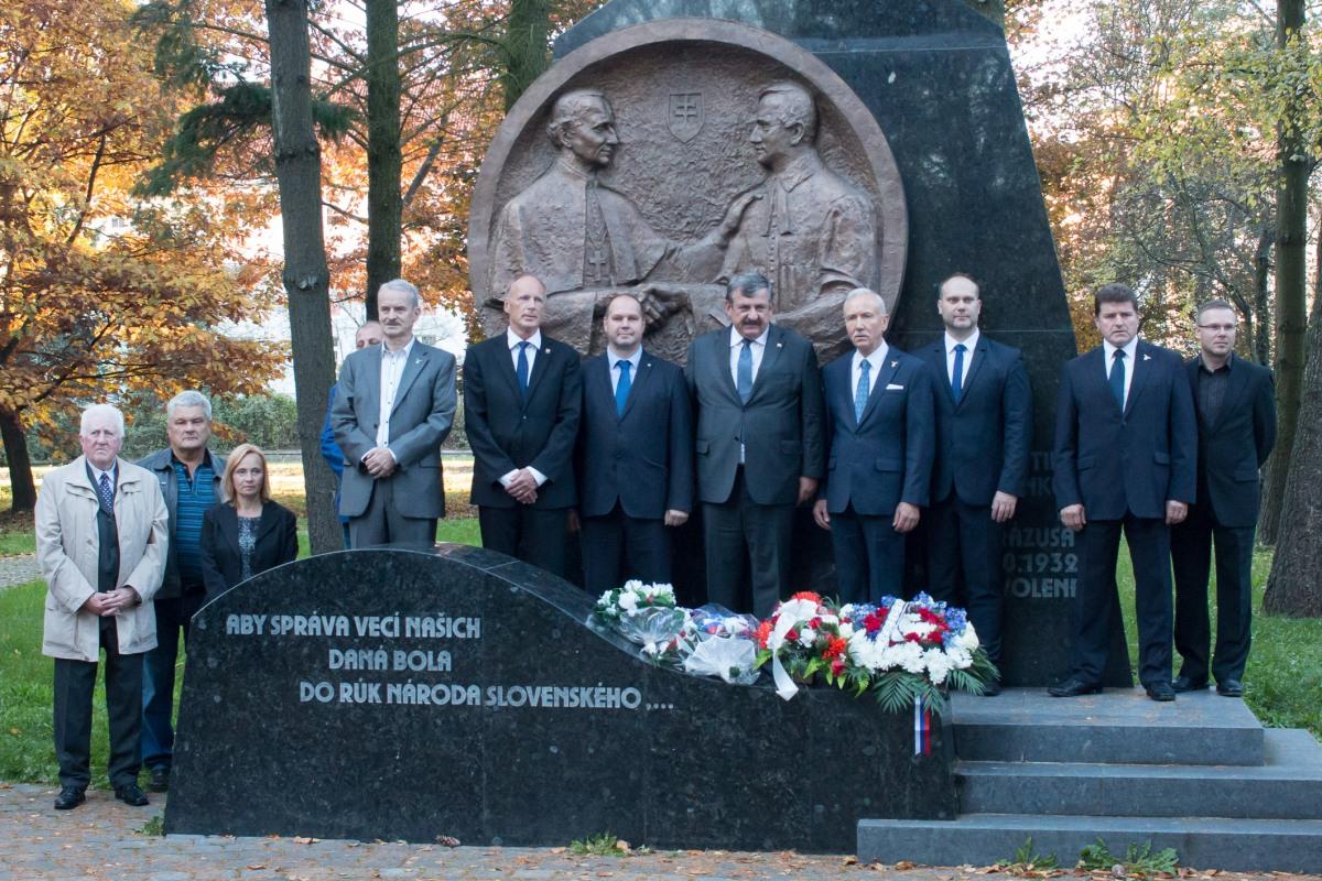 V parku Višňovského sa spomínalo Zvolenský manifest