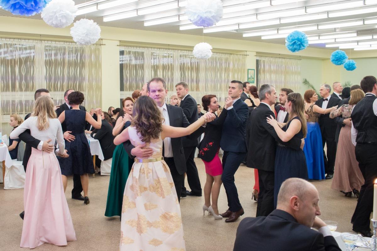 Na 9-tom Školskom plese gradovala zábava až do rána bieleho