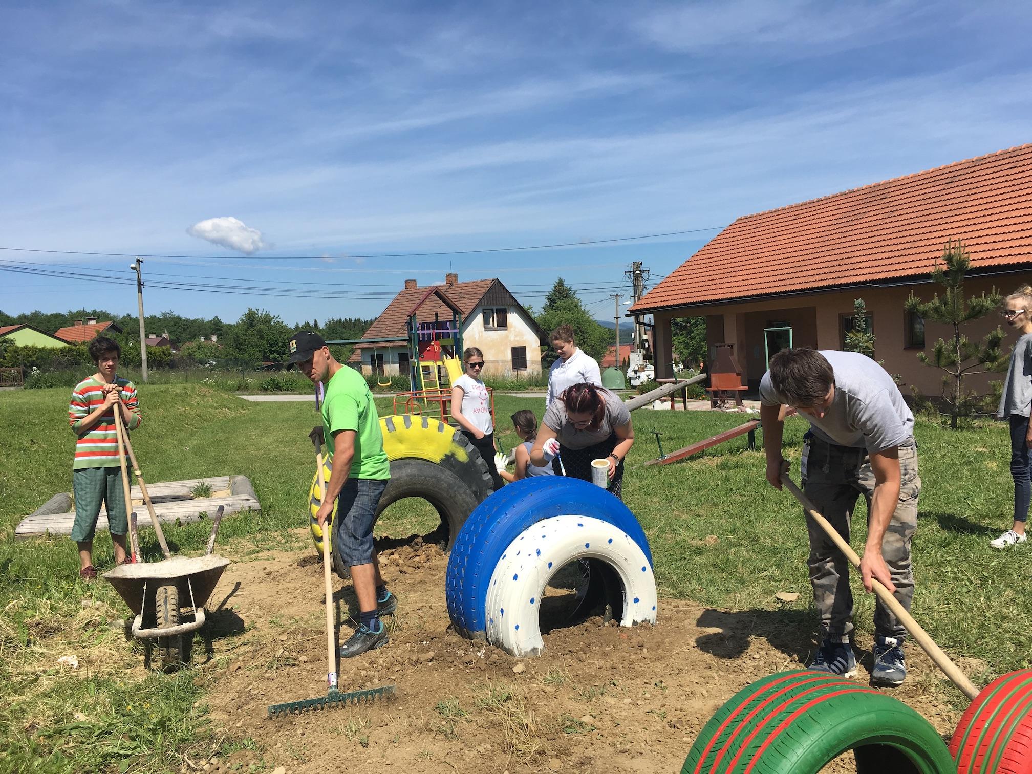 597ee0d2f Organizácie a dobrovoľníci z VÚB získavajú 50 000 eur pre svoje komunitné  projekty – ZV-podujatia – Sme online 24 hodín denne