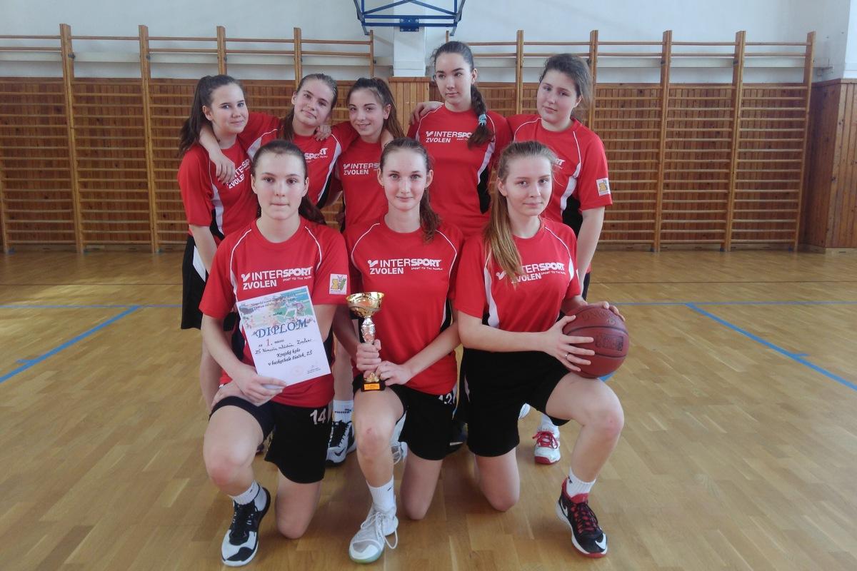 Žiačky ZŠ Nám. mládeže postupujú na majstrovstvá Slovenska vbasketbale ZŠ