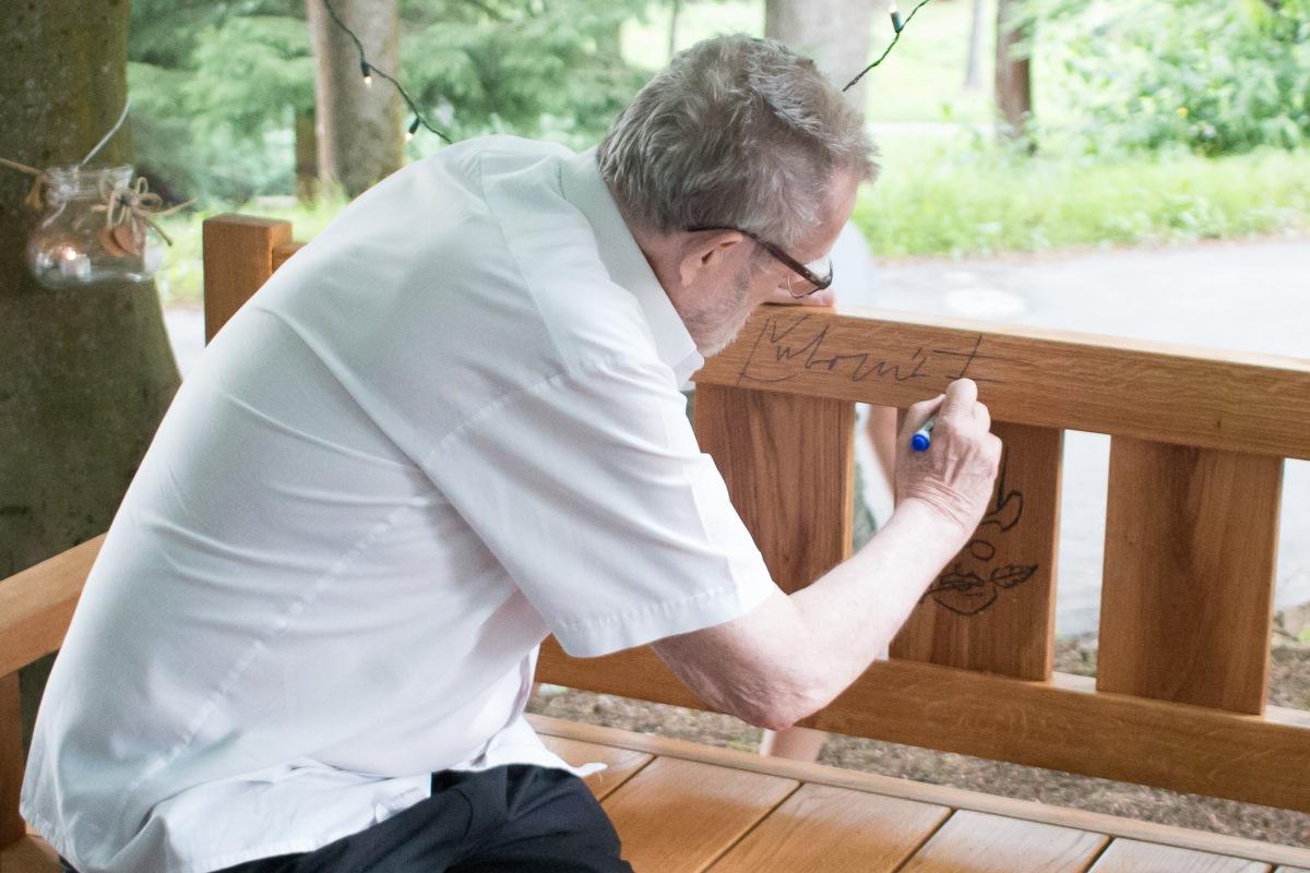 V Parku velikánov boli odhalené lavičky Podjavorinskej a Feldekovi