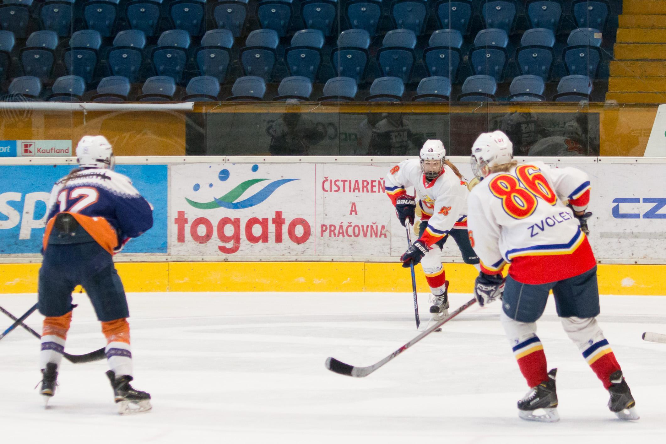 ŽHKm Zvolen (biela) – ICE Dream Košice(modrá)