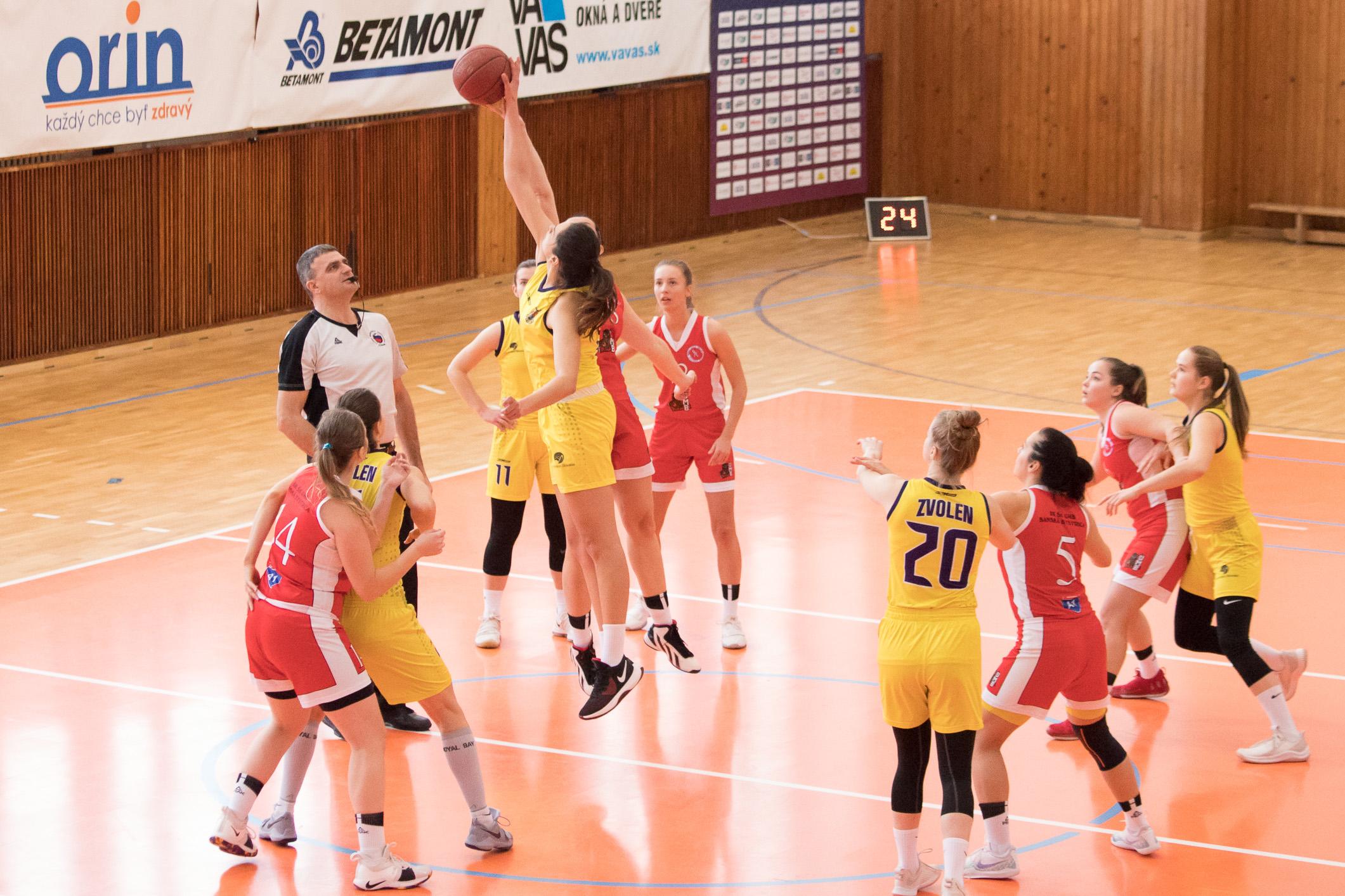BK Zvolen (žltá) – BK ŠK UMB Banská Bystrica(červená)