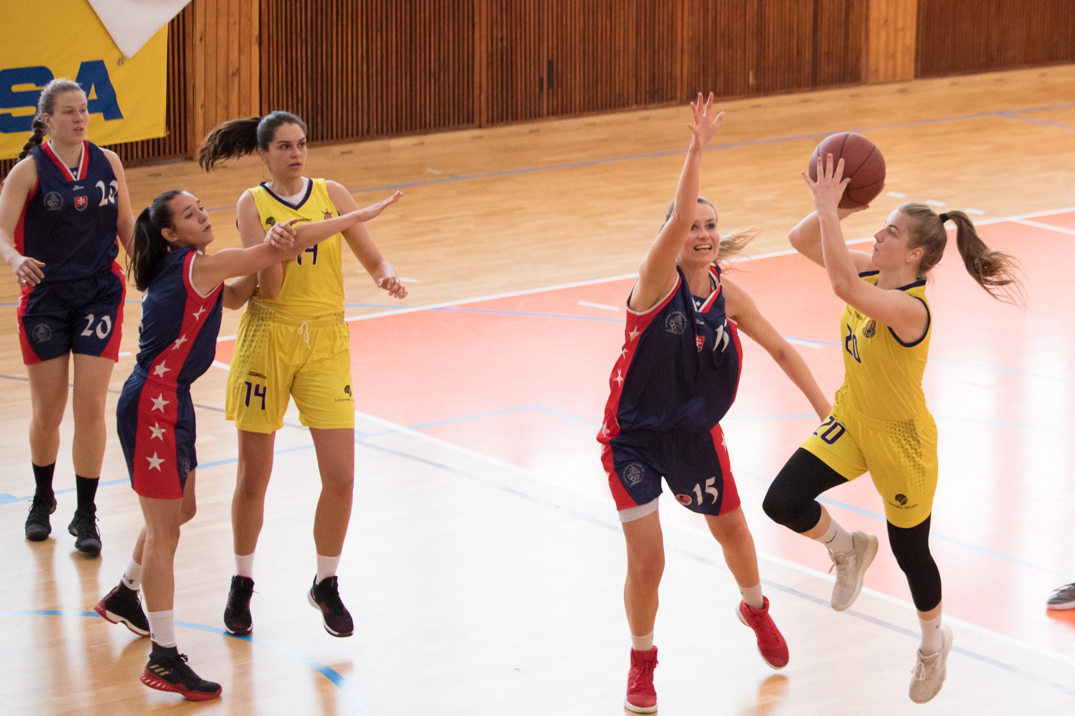 BK ZŠ Zvolen (žltá) – Dubček Bratislava(modrá)
