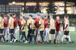 muži hrajú futbal na umelej tráve ihriska MFK Zvolen