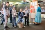 ľudia vo Zvolenskom divadle si užívajú program