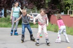 deti na kolieskových korčuliach