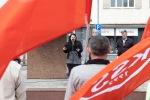 ľudia na prvomájovej manifestácii KSS na zvolenskom námestí