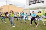 deti tancujú na lúke