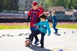 chlapci pri futbalovej lopte