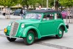 zelené veterán auto
