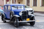 modré veterán auto