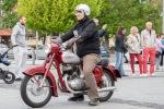 červená veterán motorka