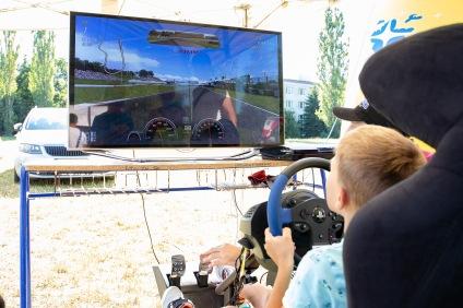 V rámci podujatia si bolo možné doslova zajazdiť na pretekárskom aute. Foto: IMG_1979