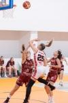 basketbalový zápas kadetiek v športovej hale vo Zvolene